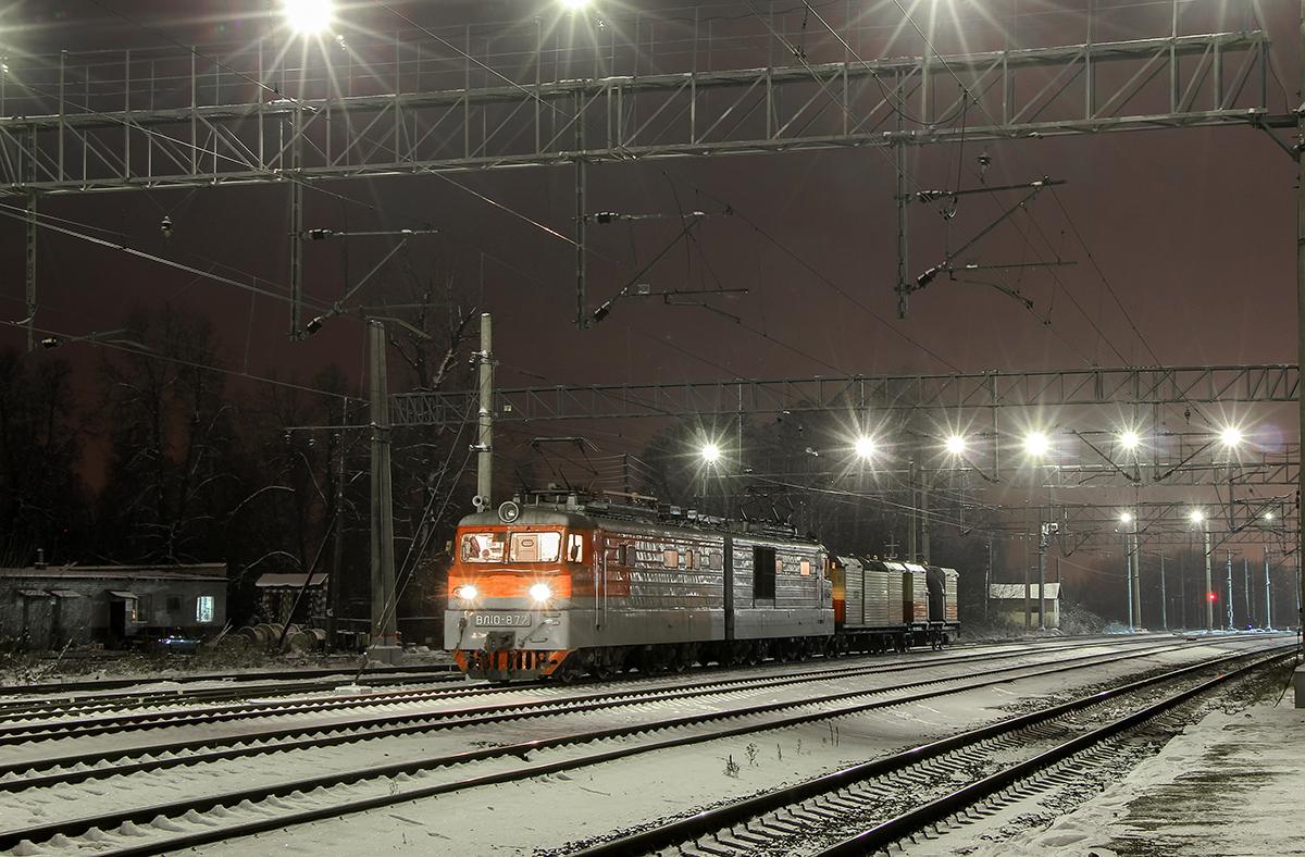 Электровоз ВЛ10-872 с машиной ПОМ, станция Клин