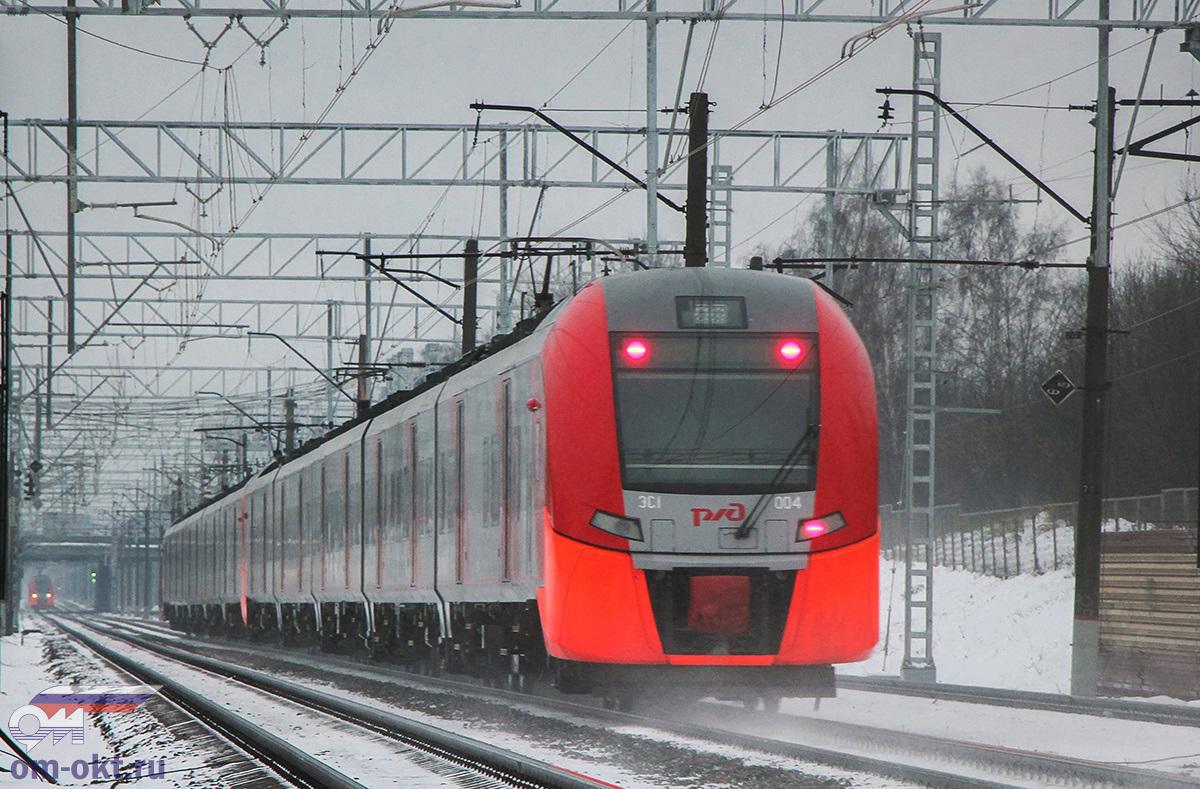 """Сдвоенный электропоезд ЭС1-005/ЭС1-004 """"Ласточка"""" близ платформы Планерная, перегон Сходня - Химки"""