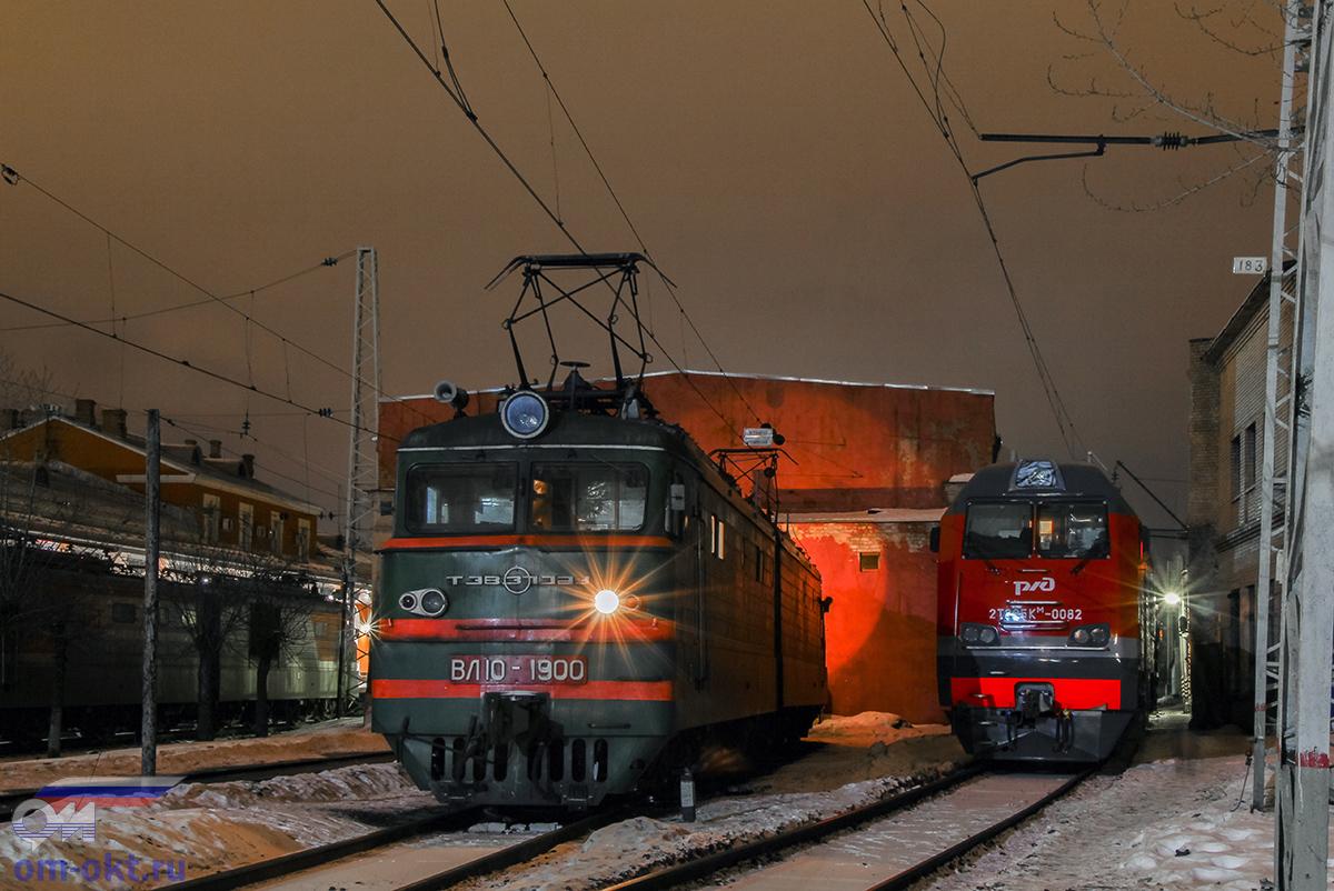 Электровоз ВЛ10-1900 и тепловоз 2ТЭ25КМ-0082 на станции Тверь