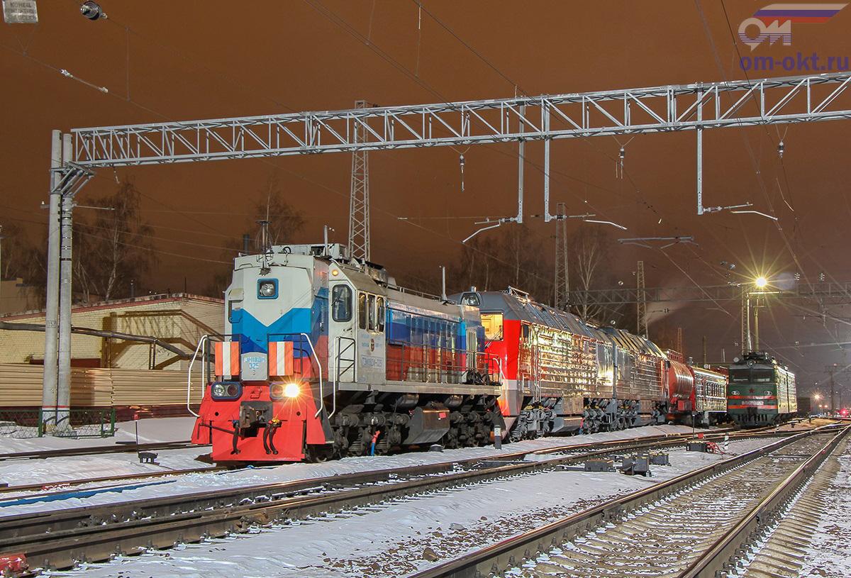 Тепловоз ТЭМ18Д-325 в сплотке с тепловозом 2ТЭ25КМ-0082, станция Тверь