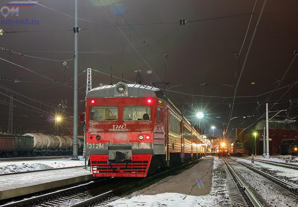 Электропоезд ЭТ2М-037 на станции Тверь