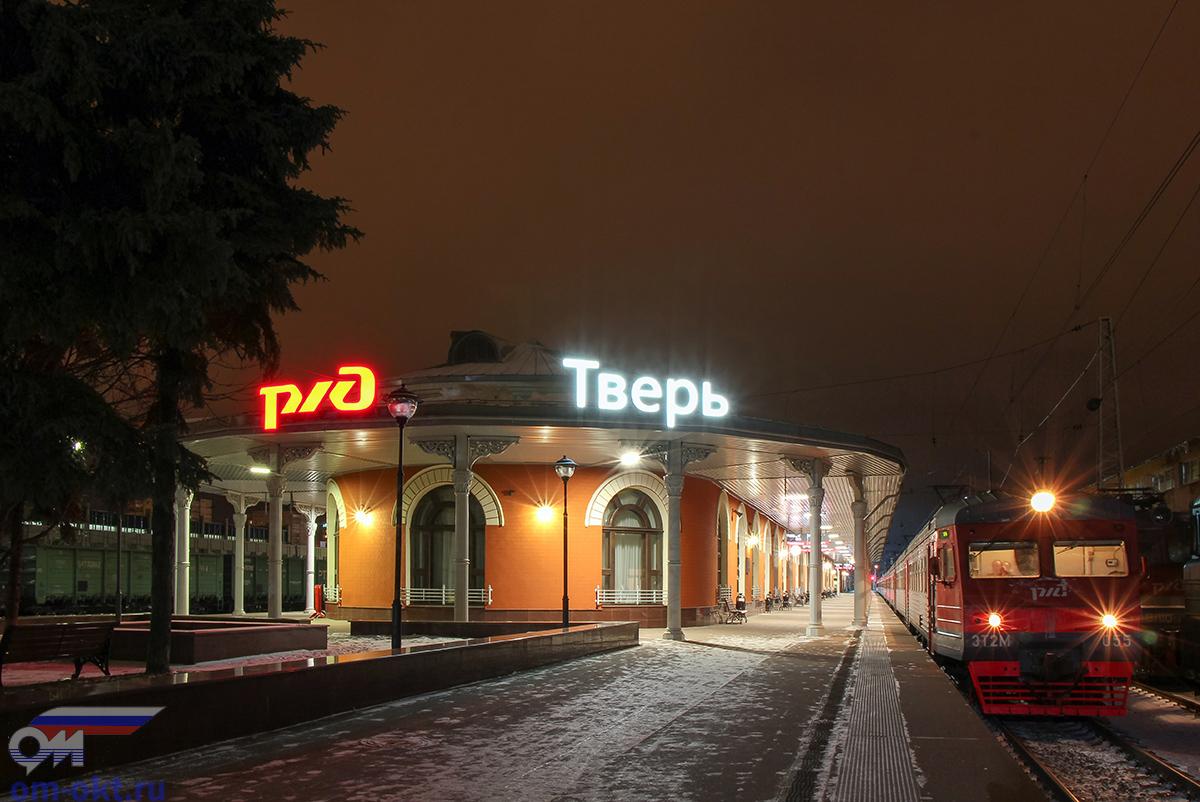 Электропоезд ЭТ2М-055 на станции Тверь