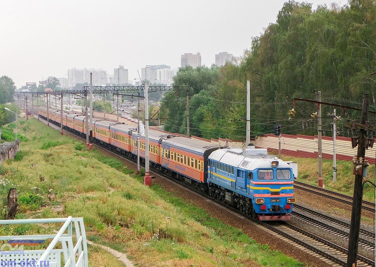 Тепловоз М62-1807 с вагонами фирменного поезда Мегаполис, перегон Москва-Товарная - Ховрино