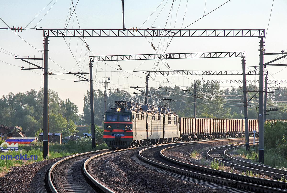Электровоз ВЛ80С-1287 с грузовым поездом выходит со станции Острогожск
