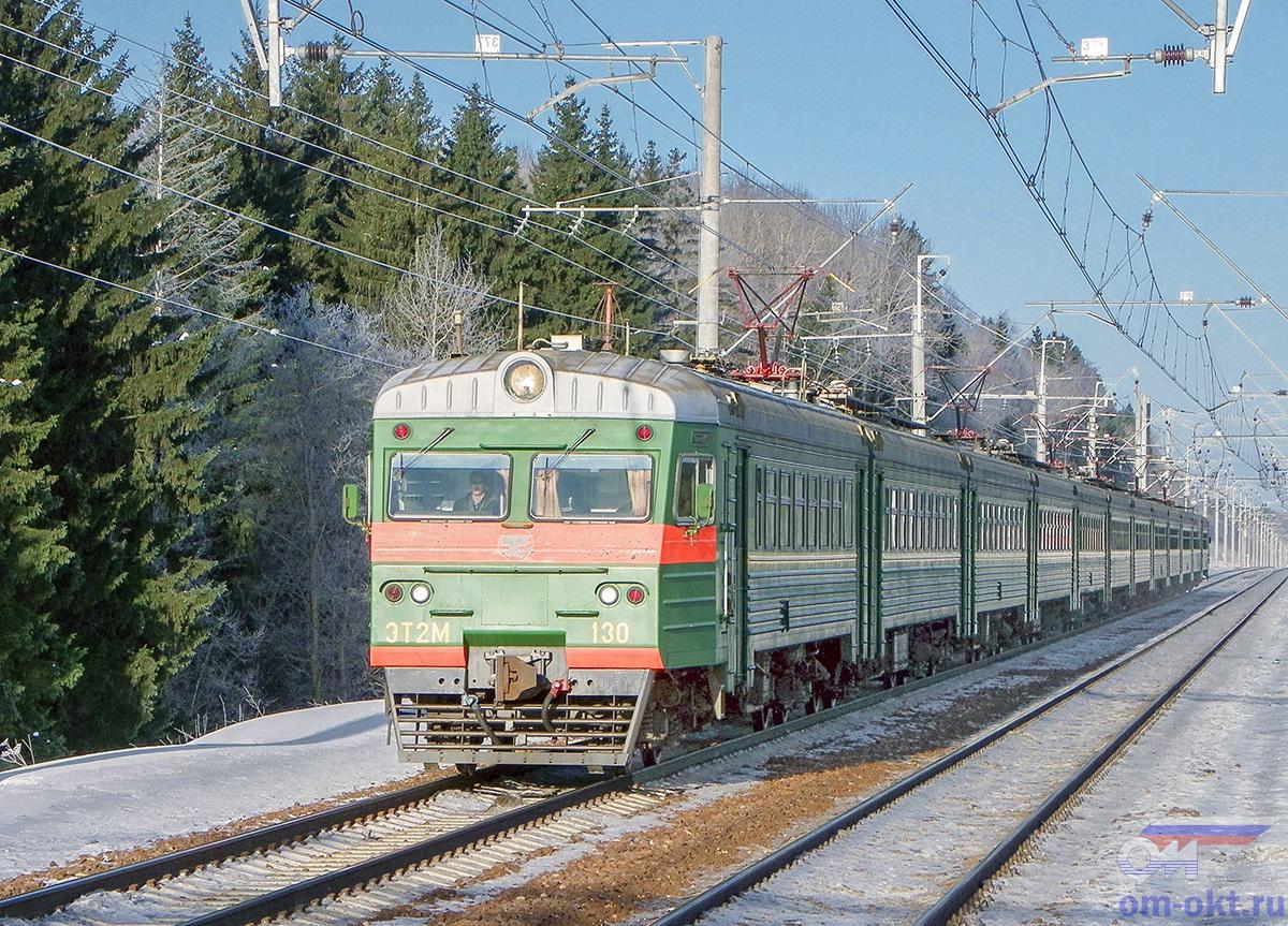 Электропоезд ЭТ2М-130 прибывает к платформе Покровка, перегон Клин - Подсолнечная