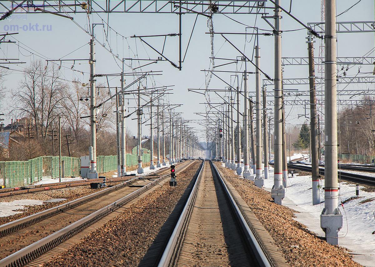 Вид от станции Бушевец в сторону станции Академическая