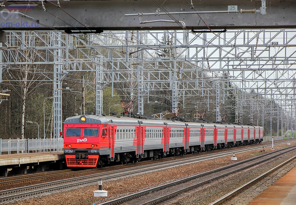 Электропоезд ЭТ2М-074 прибывает к платформе Малино, перегон Сходня - Крюково