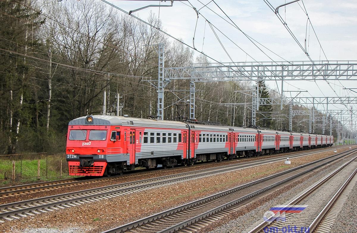Электропоезд ЭТ2М-118 прибывает к платформе Малино, перегон Сходня- Крюково