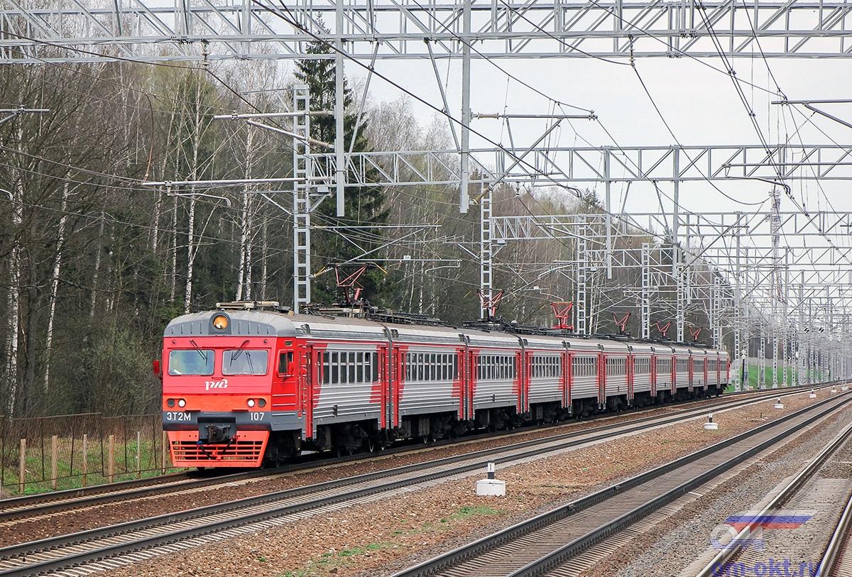 Электропоезд ЭТ2М-107 на перегоне Сходня - Крюково