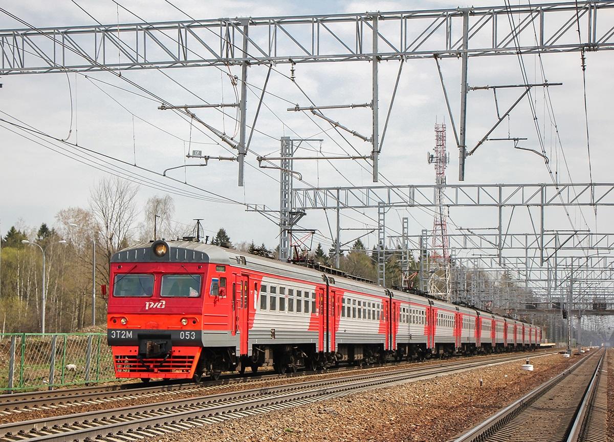 Электропоезд ЭТ2М-053 на перегоне Сходня - Крюково