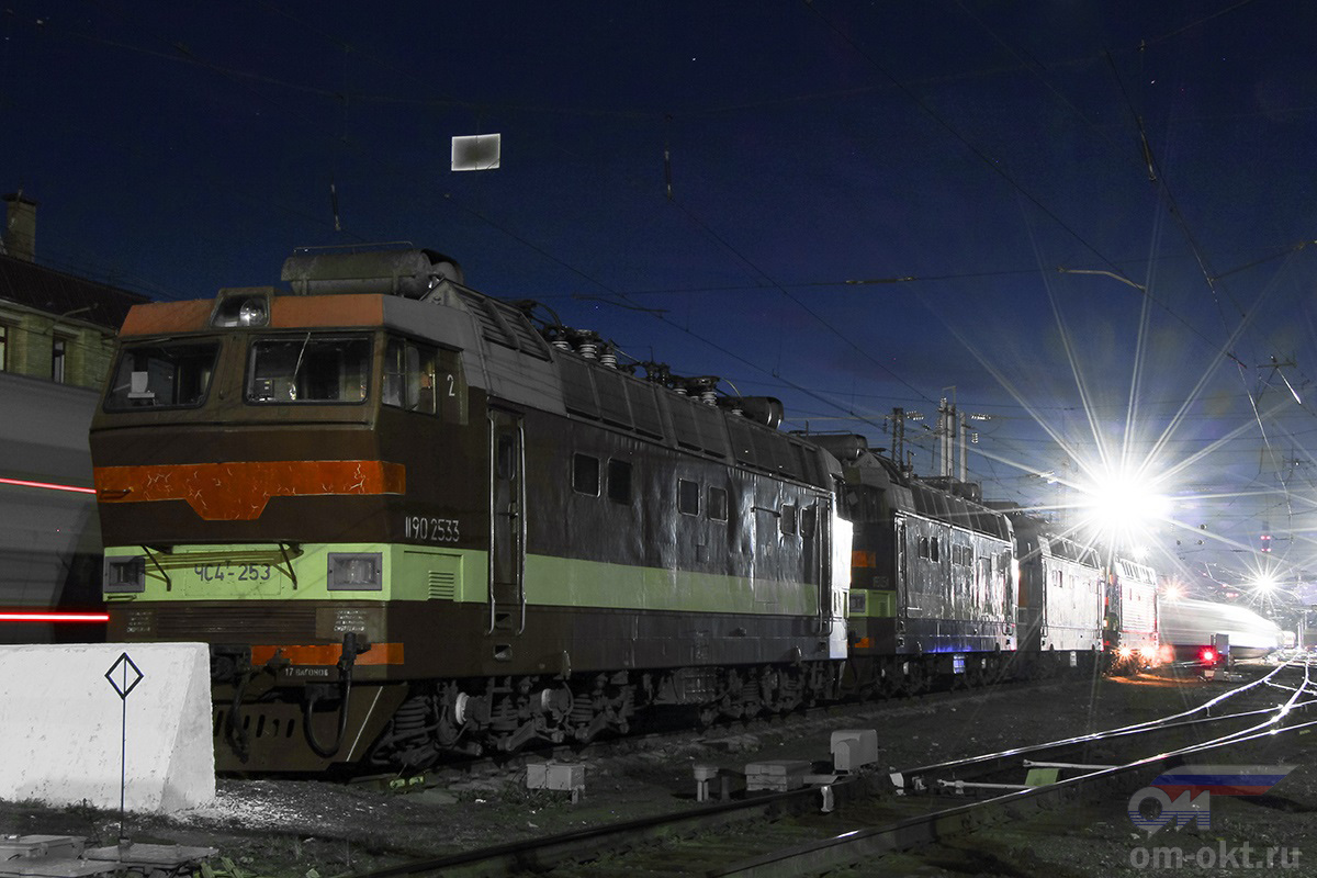 Электровозы ЧС4Т-253 и другие, станция Владимир