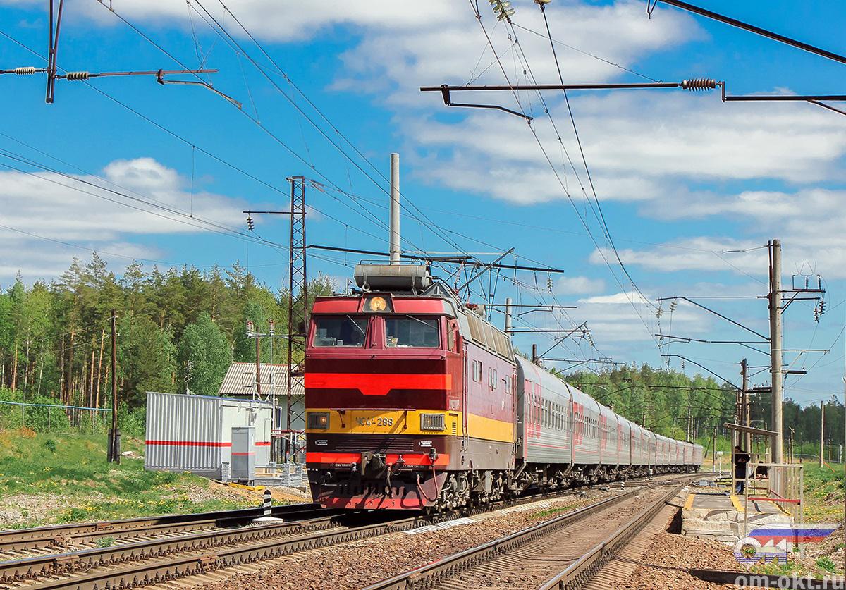 Электровоз ЧС4Т-288 с пассажирским поездом проследует блок-пост 243 км