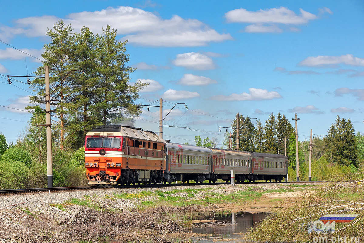 Тепловоз ТЭП70-0572 с пригородным поездом, перегон Новки-II - блок-пост 243 км