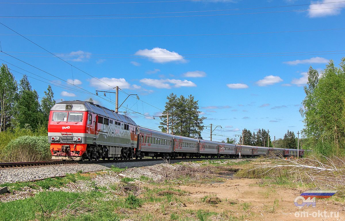 Тепловоз ТЭП70БС-228 с пассажирским поездом, перегон Новки-II - блок-пост 243 км