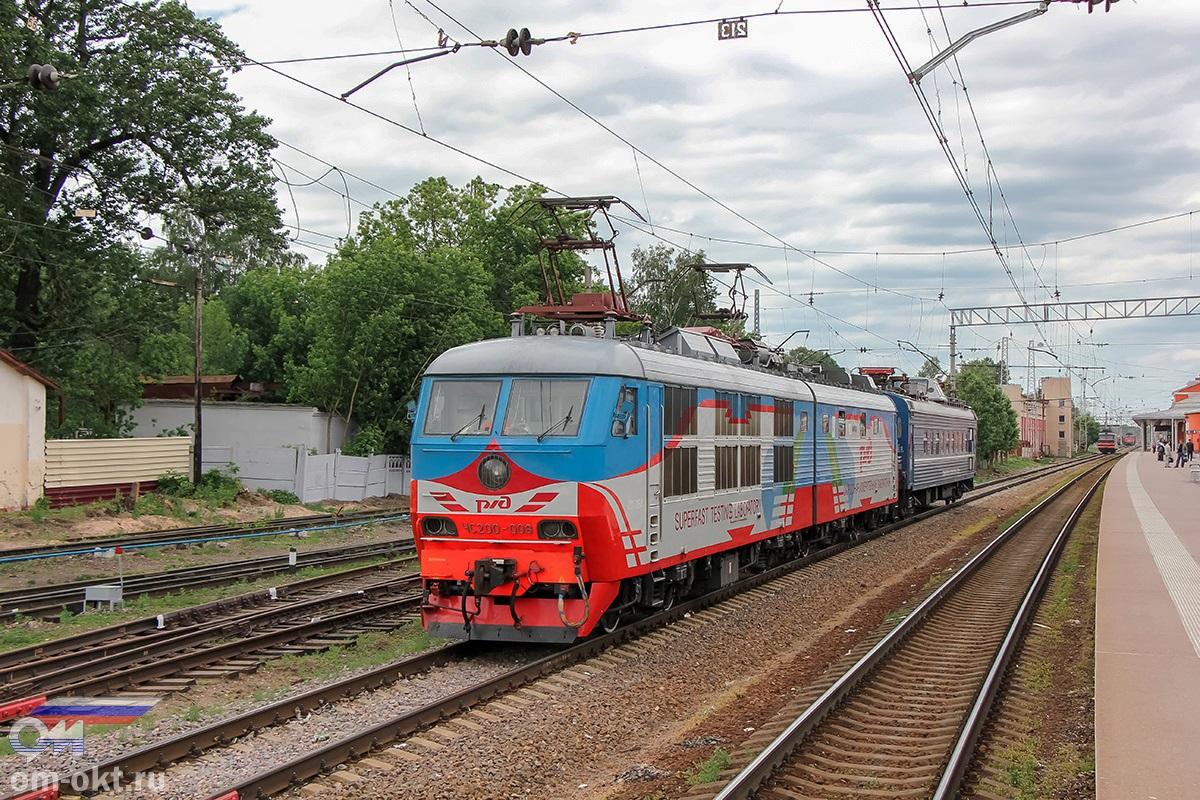 Электровоз-лаборатория ЧС200-008 на станции Тверь