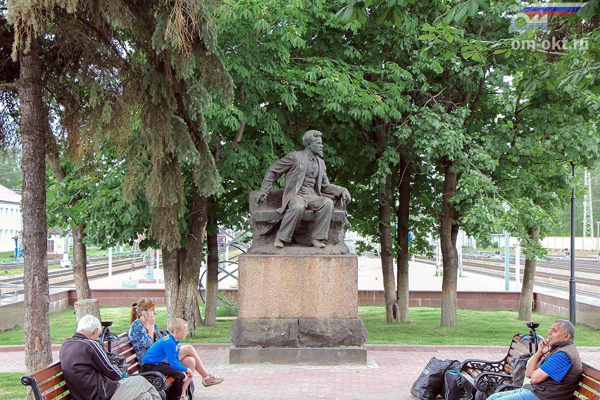 Памятник М.И. Калинину на станции Тверь