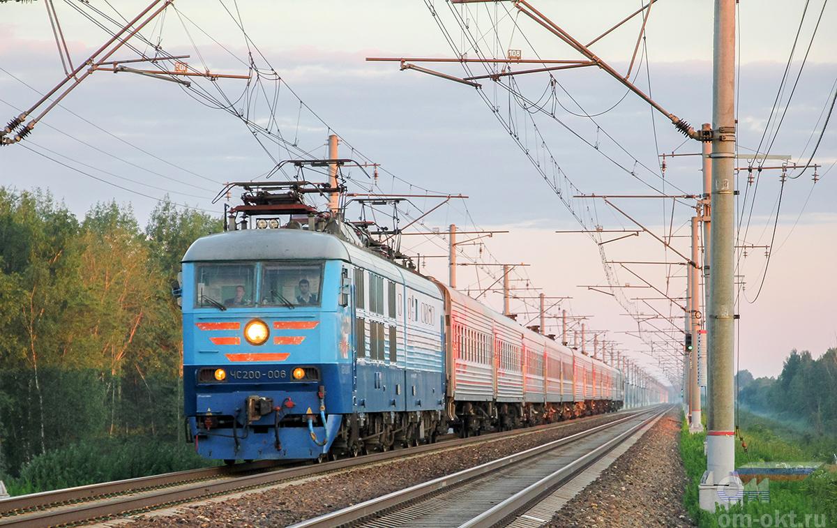 Электровоз ЧС200-006 с пассажирским поездом, перегон Тверь - Редкино