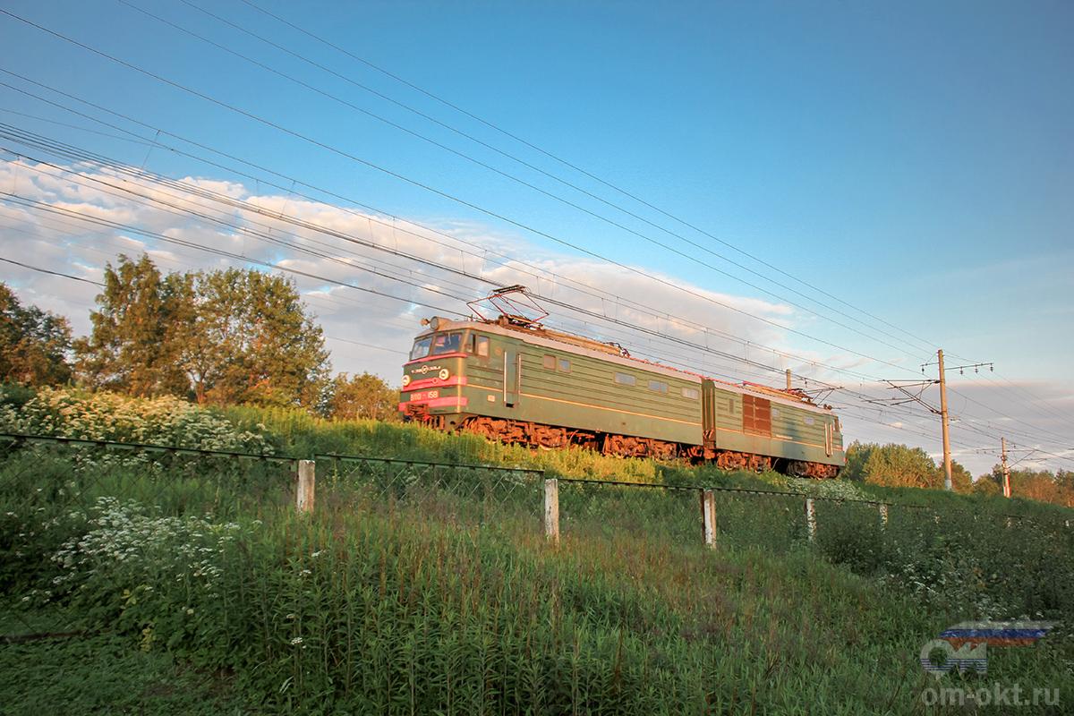 Электровоз ВЛ10-158 на перегоне Редкино - Тверь