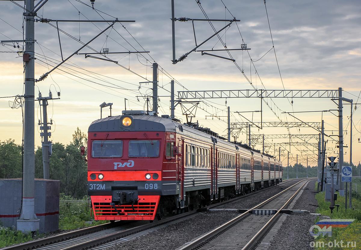 Электропоезд ЭТ2М-098 отправился от платформы Межево в сторону платформы Кузьминка