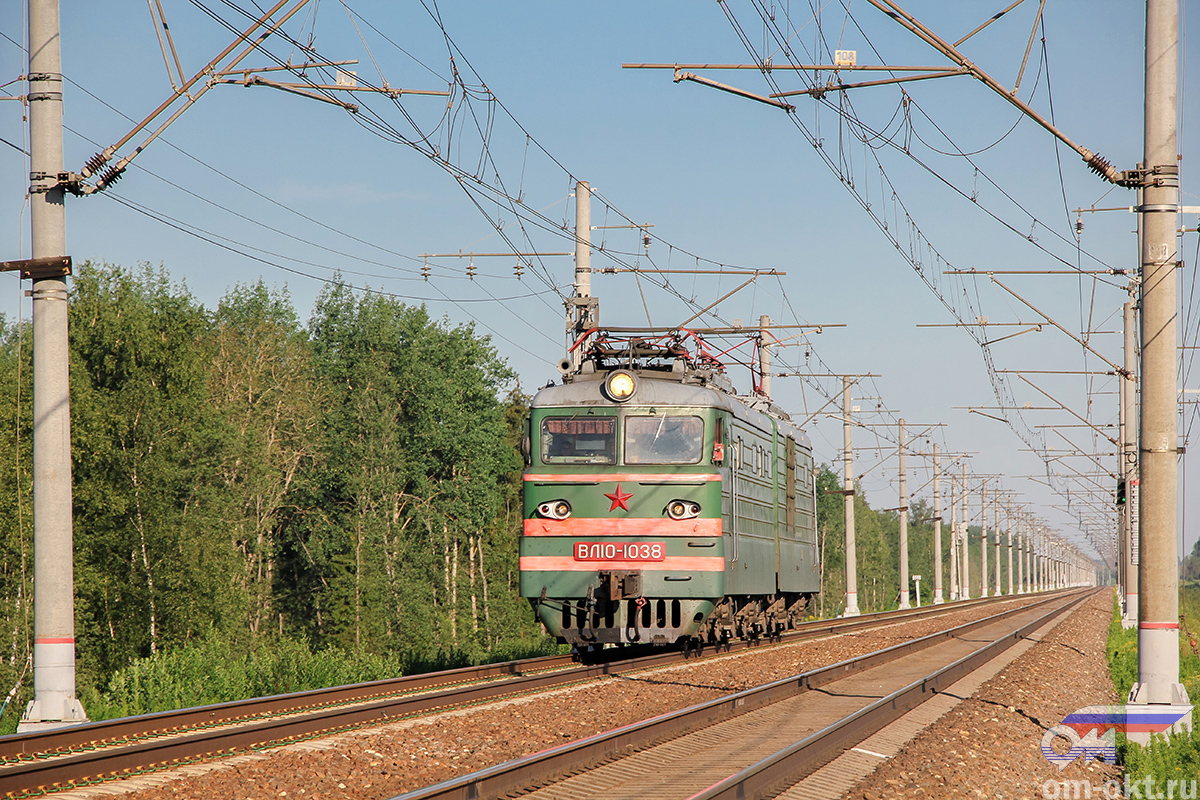 Электровоз ВЛ10-1038 на перегоне Тверь - Редкино