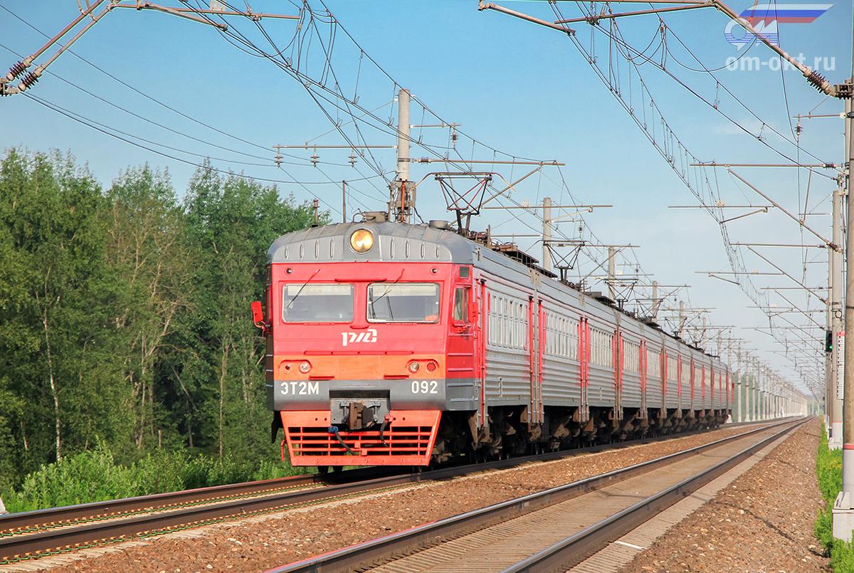 Электропоезд ЭТ2М-092 прибывает к платформе Межево, перегон Тверь - Редкино