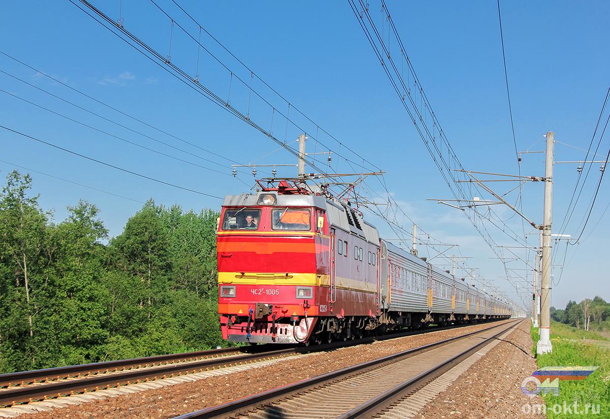 Электровоз ЧС2Т-1005 с пассажирским поездом, перегон Тверь - Редкино