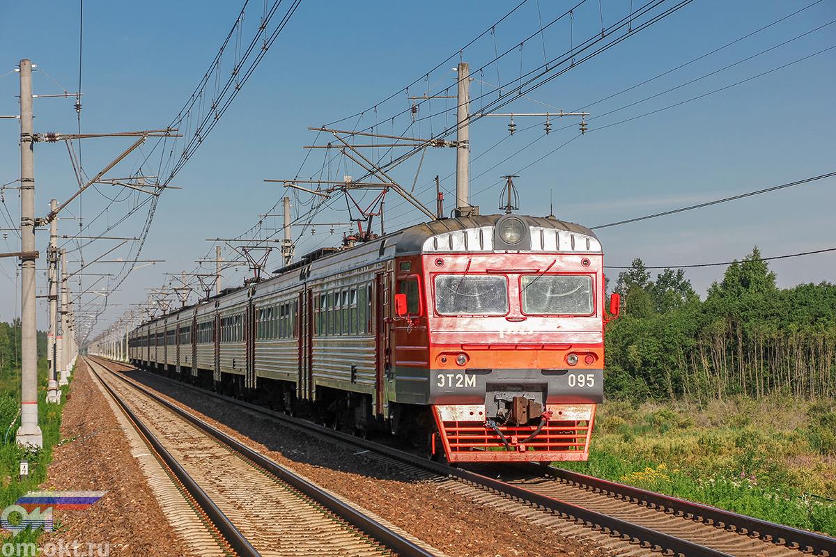 Электропоезд ЭТ2М-095 отправился от платформы Межево в сторону платформы Кузьминка