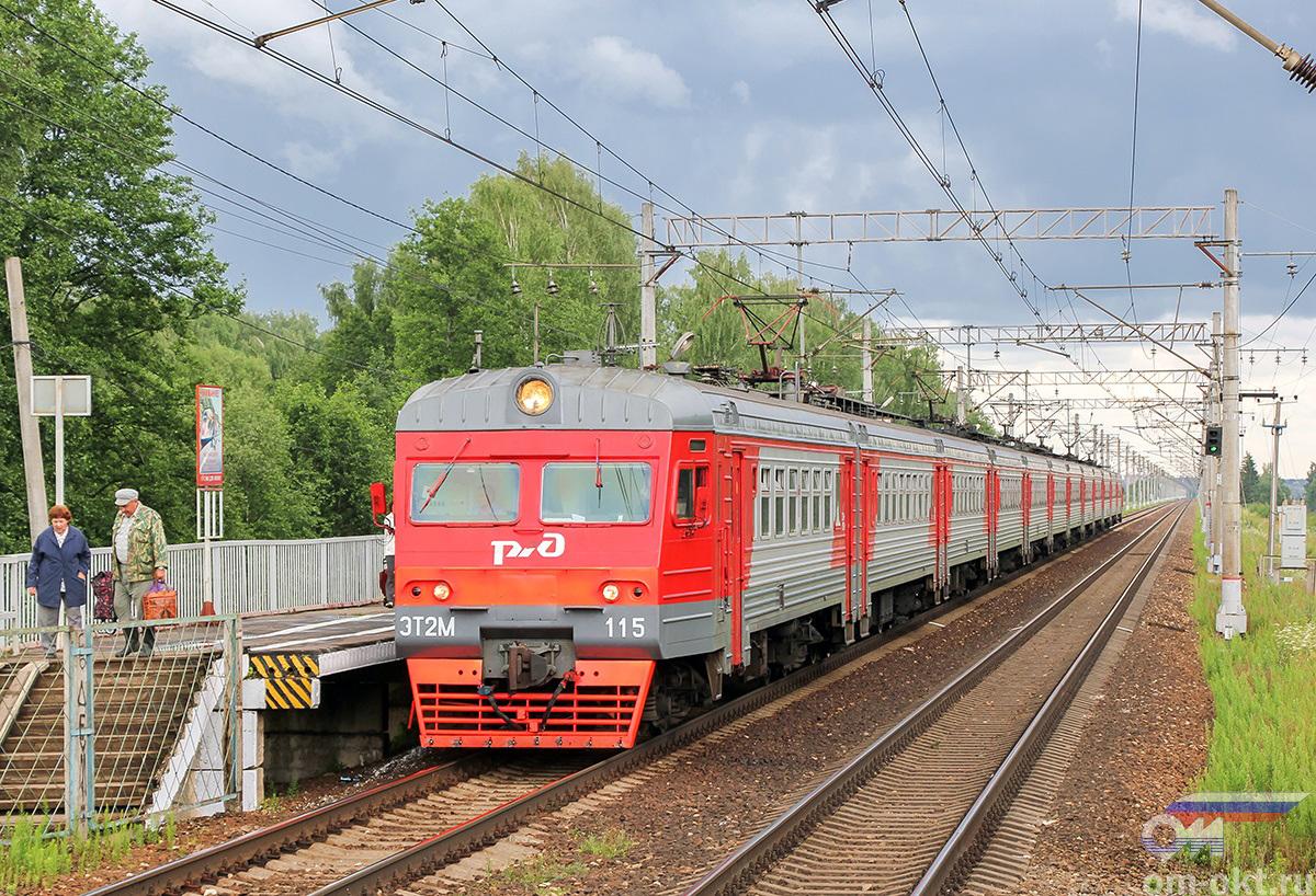 Электропоезд ЭТ2М-115 отправляется от платформы Московское море, перегон Завидово - Редкино