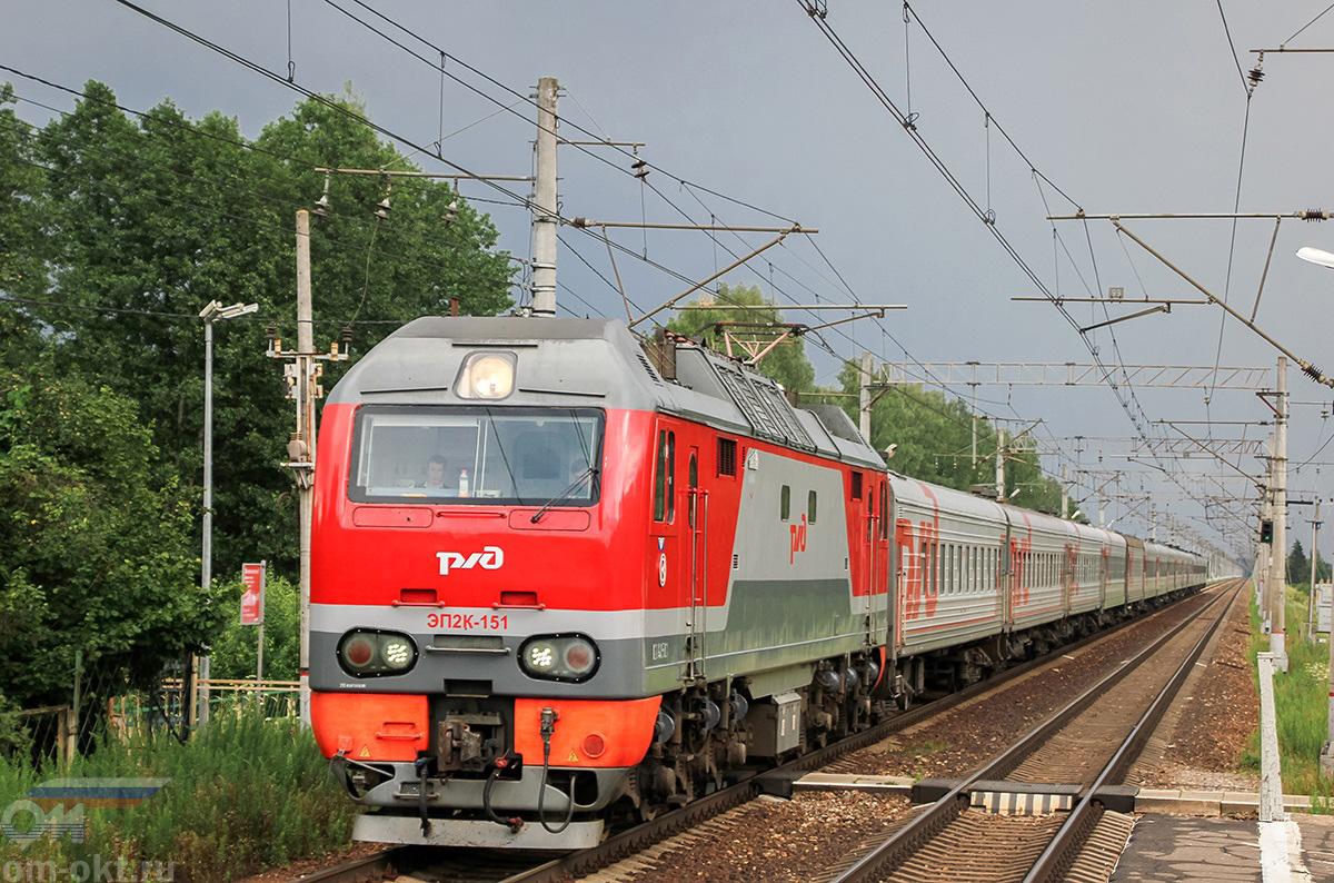 Электровоз ЭП2К-151 с пассажирским поездом, перегон Завидово - Редкино