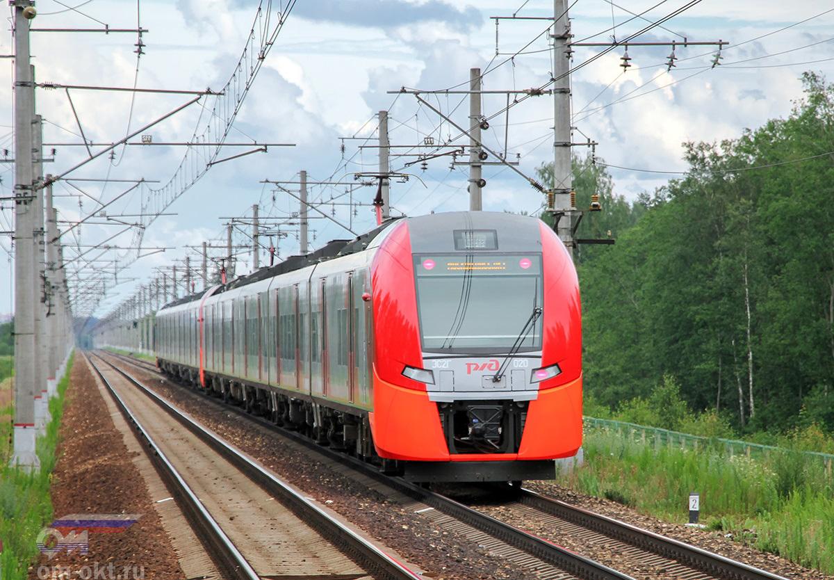 """Сдвоенный электропоезд ЭС2Г-020 """"Ласточка"""" проследует платформу Московское море, перегон Редкино - Завидово"""