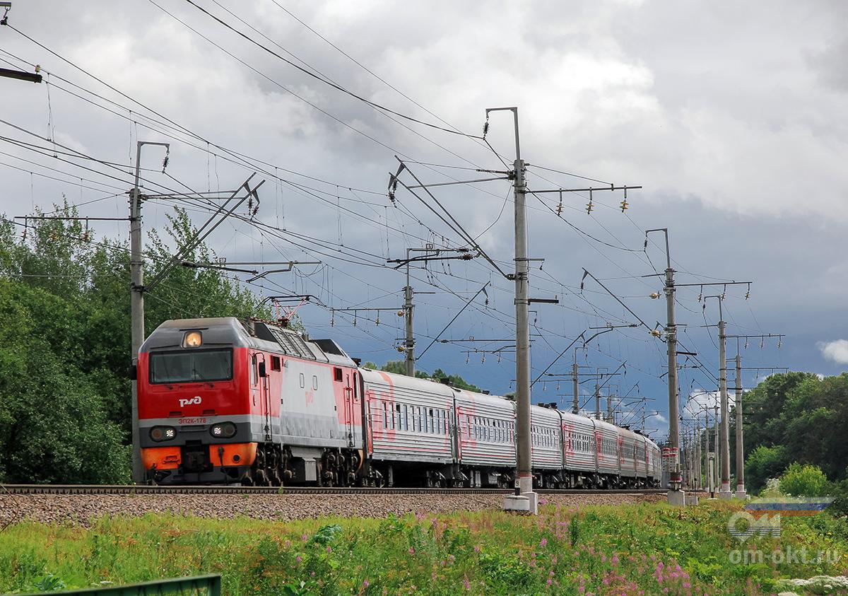 Электровоз ЭП2К-178 с пассажирским поездом, перегон Подсолнечная - Клин