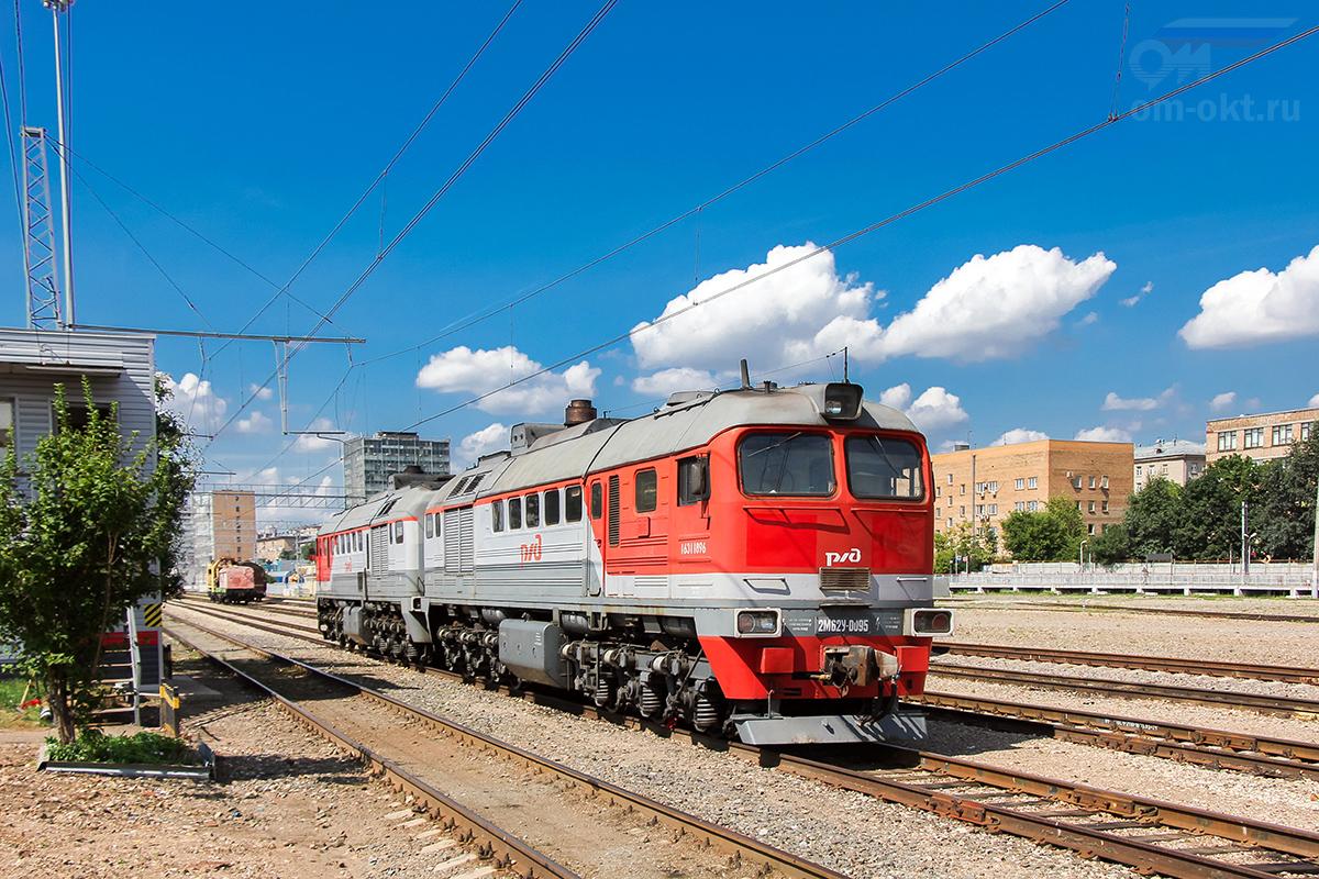 Тепловоз 2М62У-0095 на станции Подмосковная