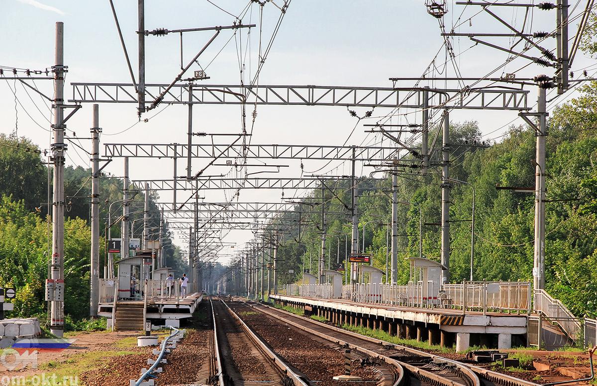 Вид от станции Поварово-I в сторону платформы Берёзки-Дачные