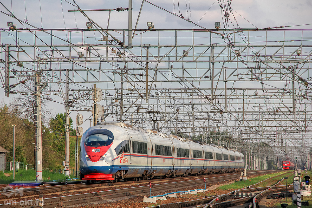 """Электропоезд ЭВС2-03 """"Сапсан"""" проследует станцию Поварово-I"""