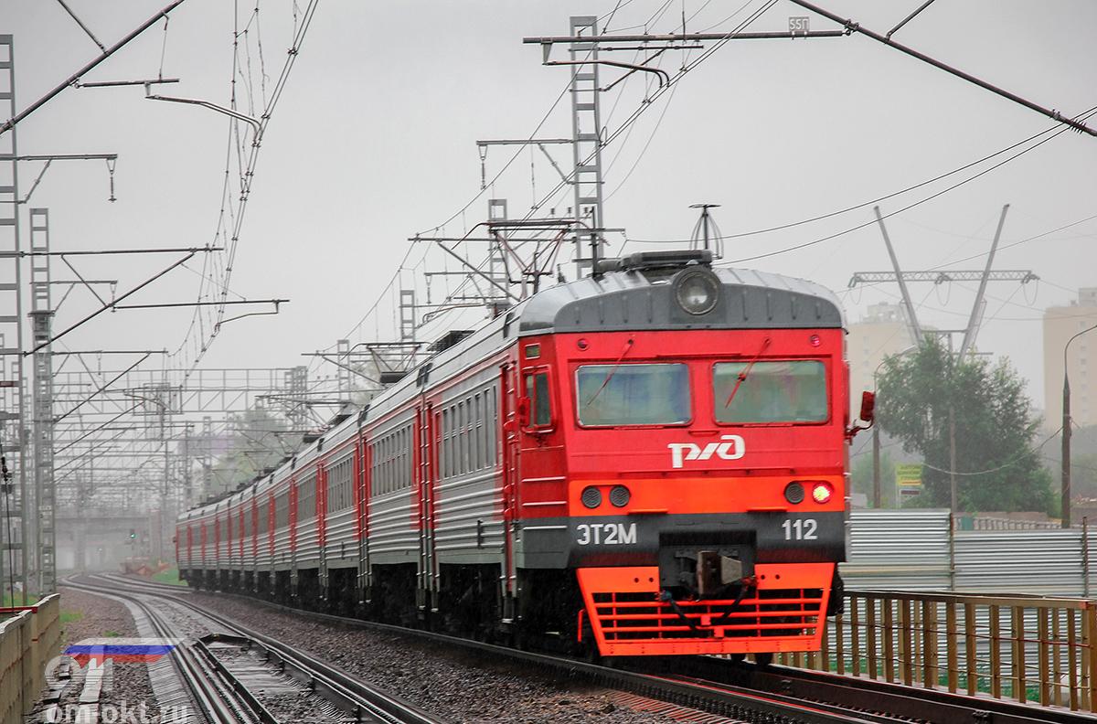 Электропоезд ЭТ2М-112 прибывает к платформе Петровско-Разумовская, перегон Ховрино - Москва-Товарная Октябрьская