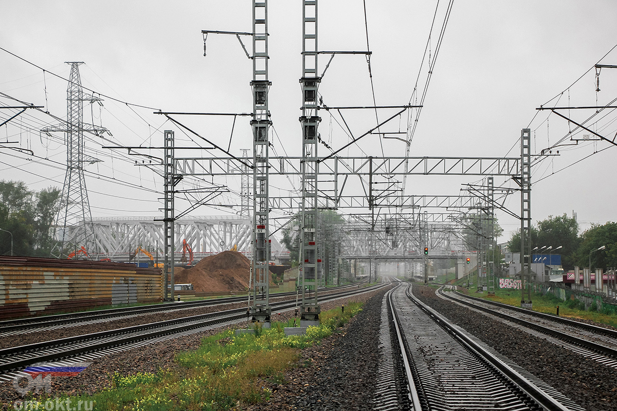 Вид от платформы Петровско-Разумовское в сторону платформы НАТИ