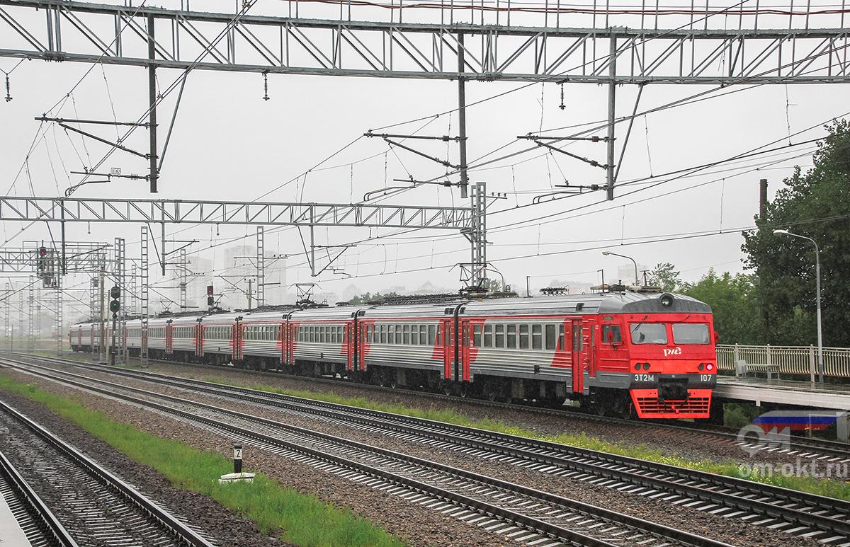 Электропоезд ЭТ2М-107 отправился от платформы НАТИ в сторону платформы Моссельмаш