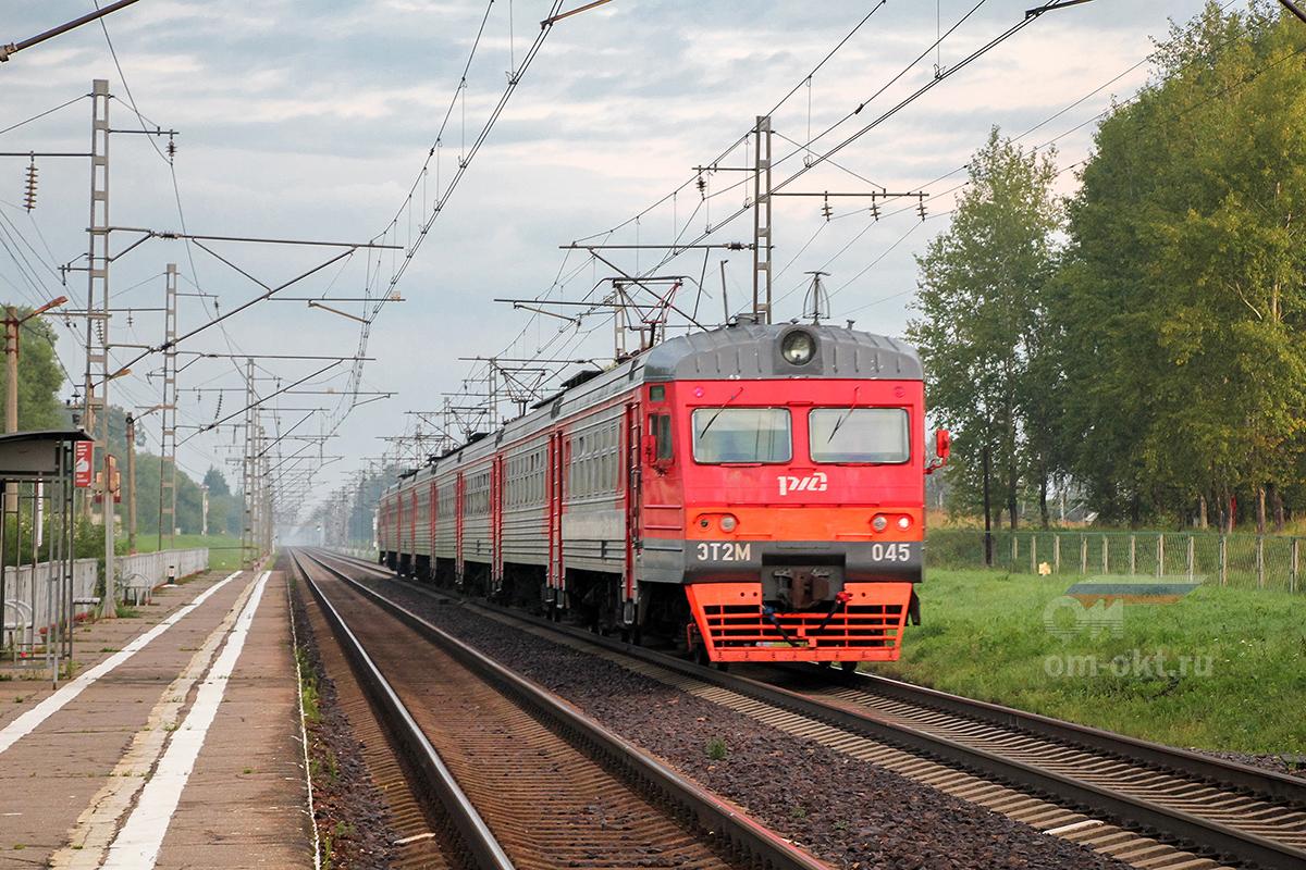 Электропоезд ЭТ2М-045 отправился от платформы Крючково, перегон Дорошиха - Лихославль