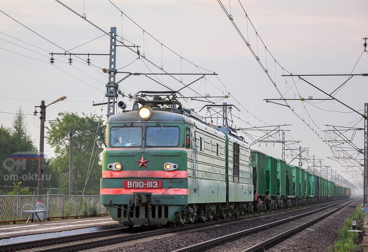 Электровоз ВЛ10-1113 с грузовым поездом, перегон Дорошиха - Лихославль