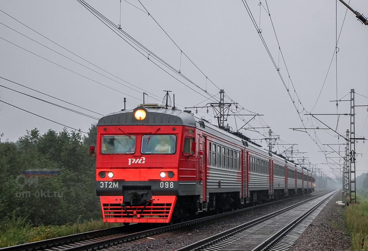Электропоезд ЭТ2М-098 прибывает к платформе Трубино, перегон Лихославль - Дорошиха