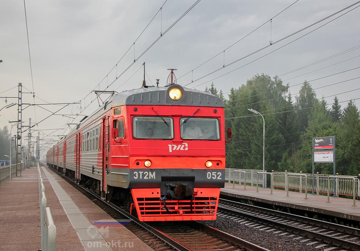 Электропоезд ЭТ2М-052 прибыл к платформе Трубино