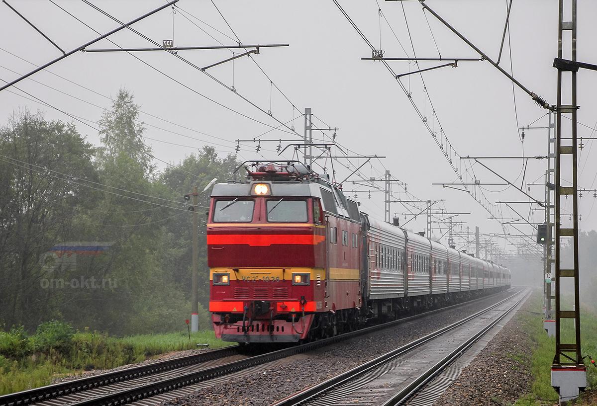Электровоз ЧС2Т-1036 с пассажирским поездом, перегон Лихославль - Дорошиха