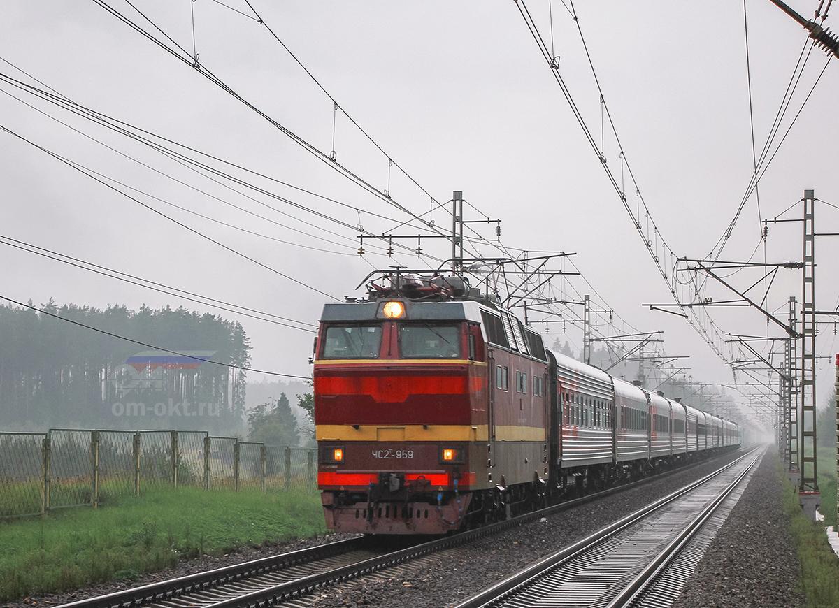Электровоз ЧС2Т-959 с поездом близ платформы Тверца, перегон Лихославль - Дорошиха