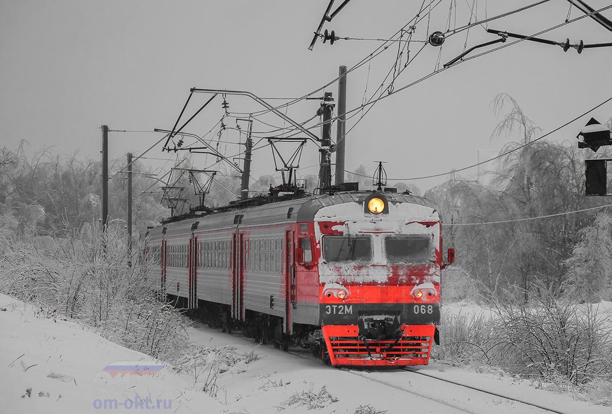 Электропоезд ЭТ2М-068 на станции Решетниково
