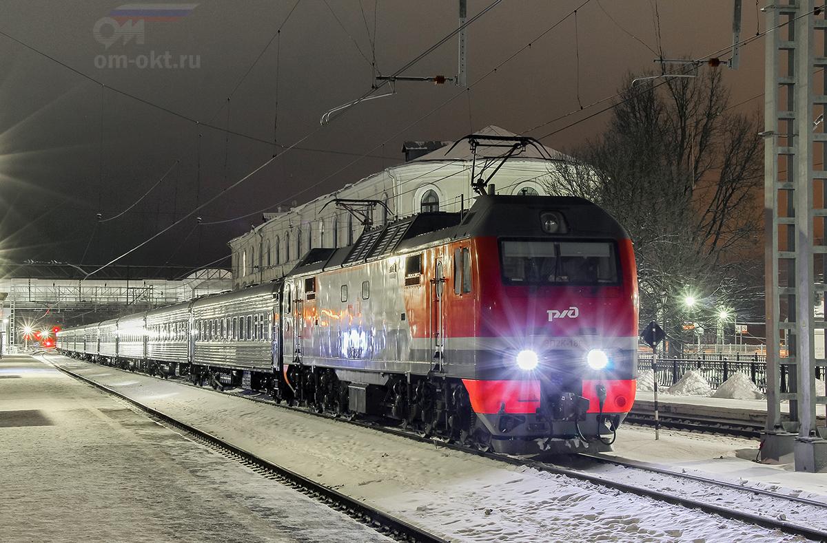 """Электровоз ЭП2К-189 с фирменным поездом """"Экспресс"""", станция Любань"""