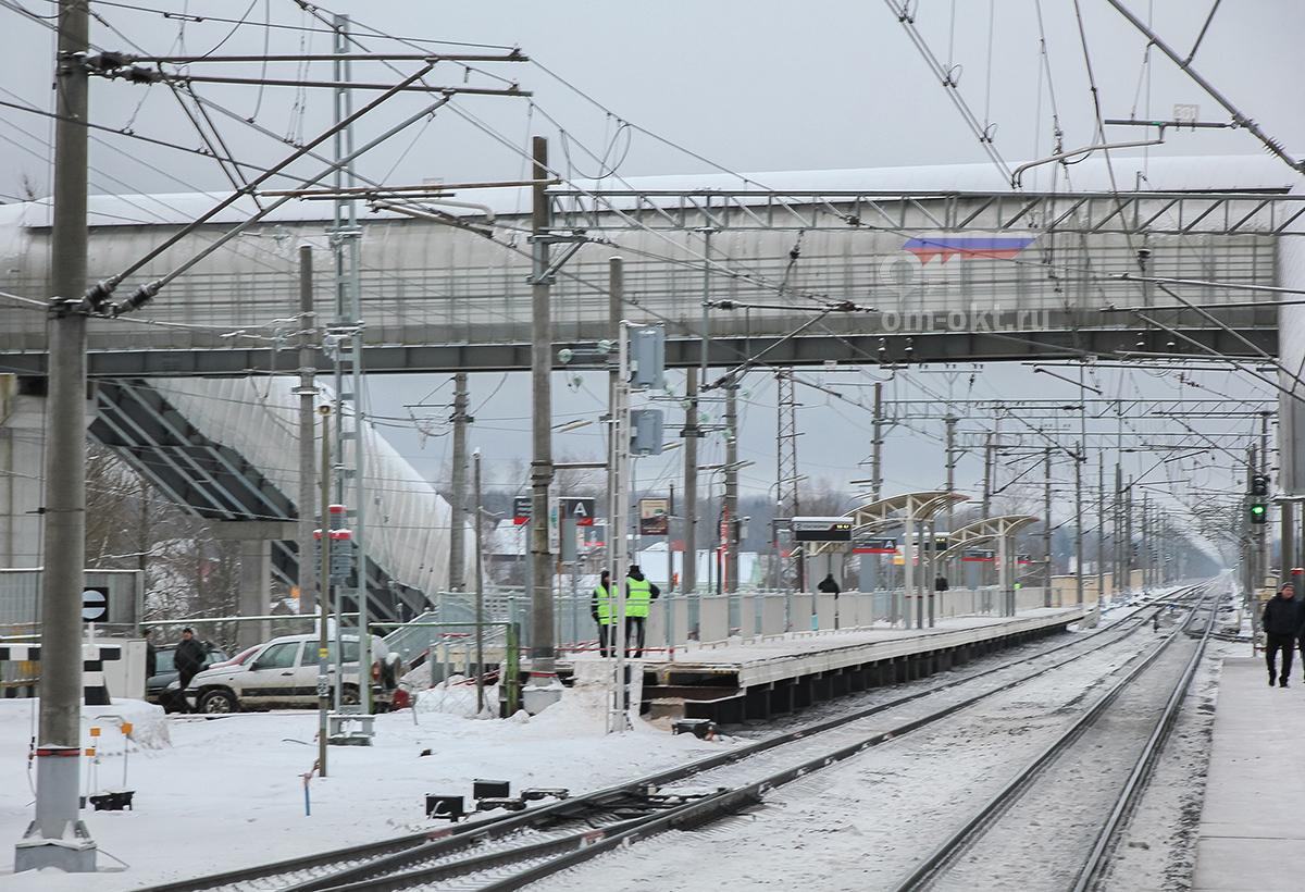 Вид от вокзала станции Чудово-Московское в сторону станции Гряды