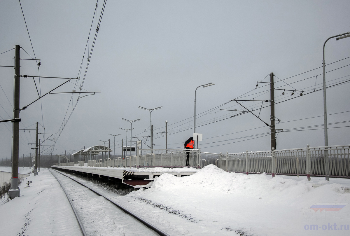 Вид на платформу Волхов Мост со стороны платформы Дубцы