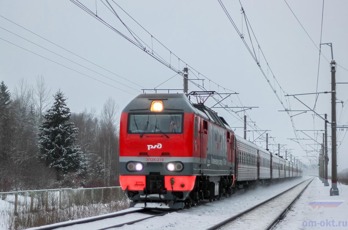 Электровоз ЭП2К-210 на перегоне Чудово-Московское - Гряды