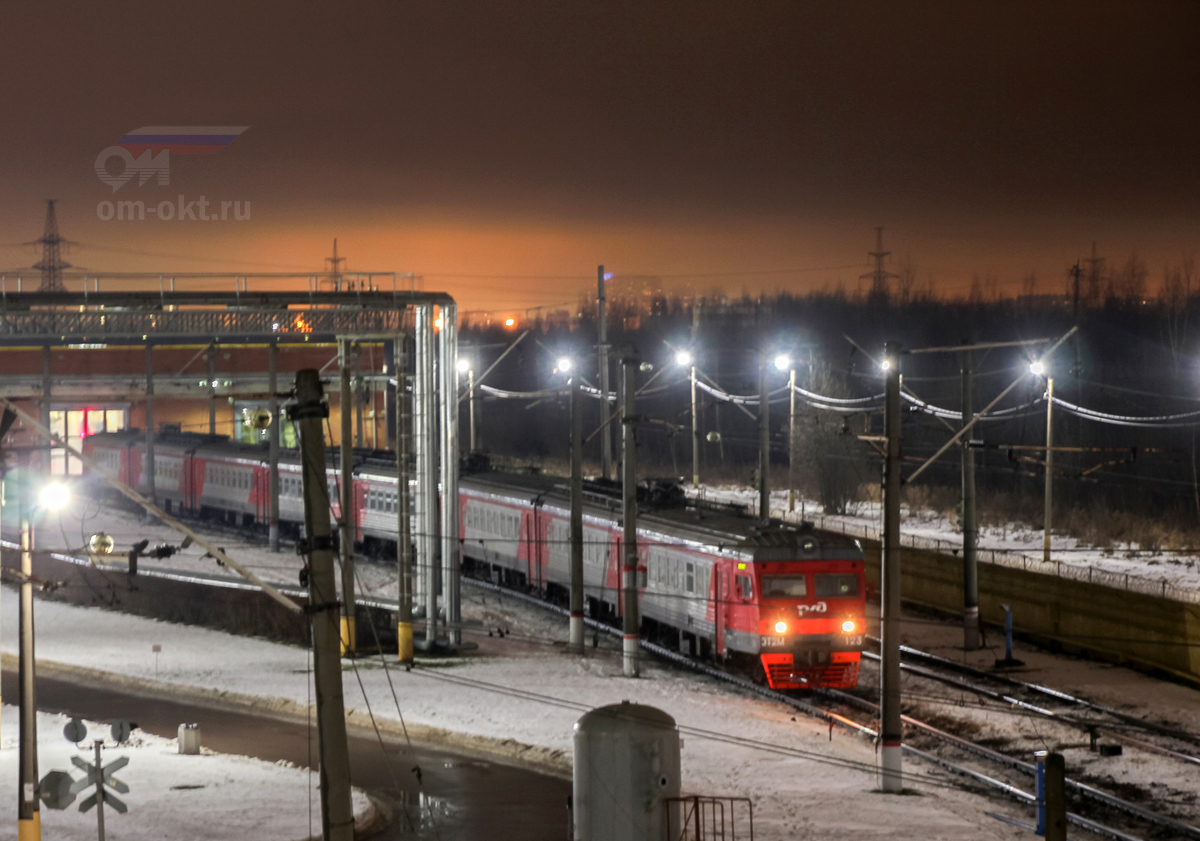 Электропоезд ЭТ2М-123 в моторвагонном депо Санкт-Петербург-Московское (Металлострой)