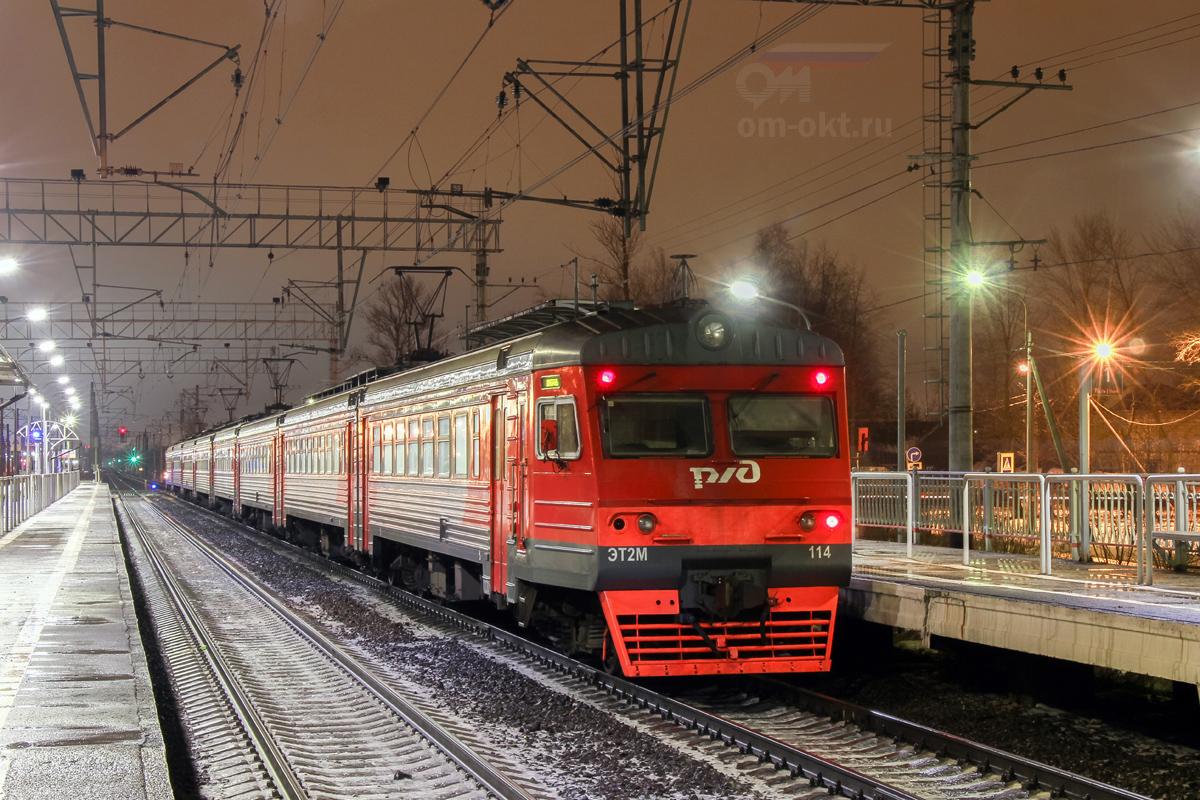 Электропоезд ЭТ2М-114 на станции Славянка